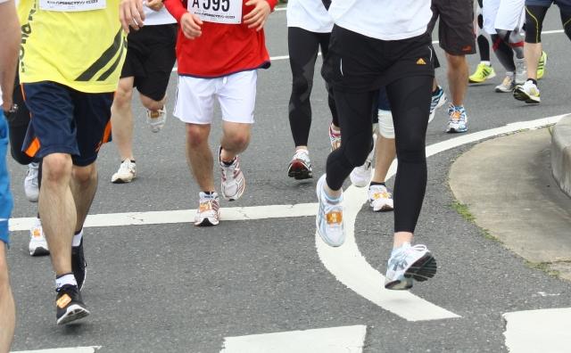 マラソンのトレーニングと食べ過ぎが原因で痛風発作を発症
