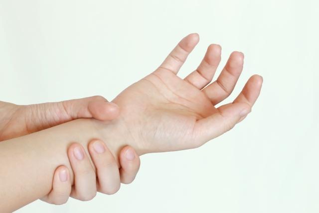 痛風は手首にも起こるの?偽痛風との違いに注意