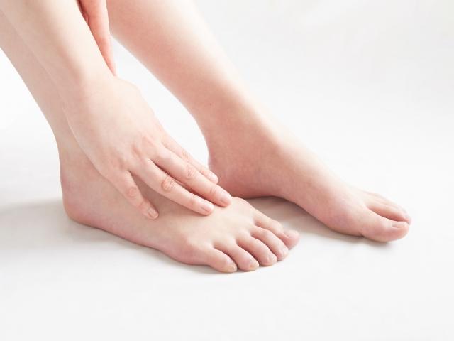 痛風は足の甲にも起こるの?